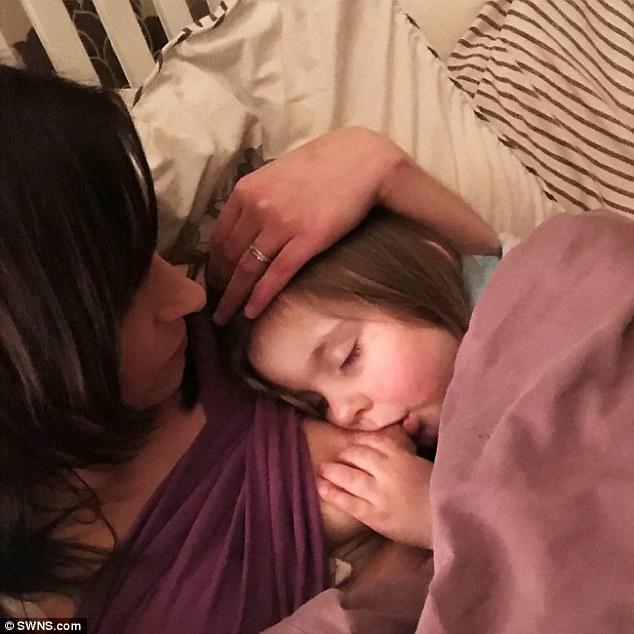 Μια μητέρα που θηλάζει για 8 ολόκληρα χρόνια απάντησε σε όσους την κατηγορούν με τον καλύτερο τρόπο!