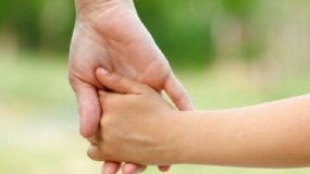 Απεγνωσμένη νεαρή Βολιώτισσα θέλει να δώσει δύο από τα παιδιά της στο κράτος καθώς δεν μπορεί να τα ζήσει...