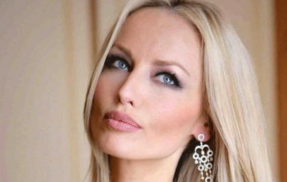 Η πανέμορφη Αντριάνα Σκλεναρίκοβα έγκυος για πρώτη φορά, στα 46 της! (ΕΙΚΟΝΕΣ)