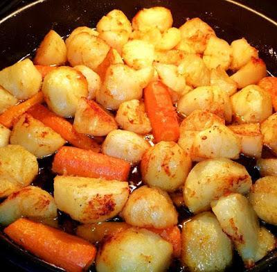 Πατατούλες στον φούρνο με καρότα !!!Εύκολο απλό και νόστιμο!