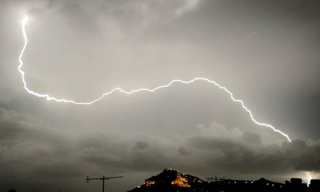 Χαλάει πάλι ο καιρός! Πού θα «χτυπήσει» η κακοκαιρία τις επόμενες ώρες;