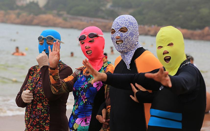 Το facekini ή αλλιώς φατσακίνι, είναι η νέα μόδα μόδα στα μαγιό που έχει ξετρελάνει τις γυναίκες στην Ασία