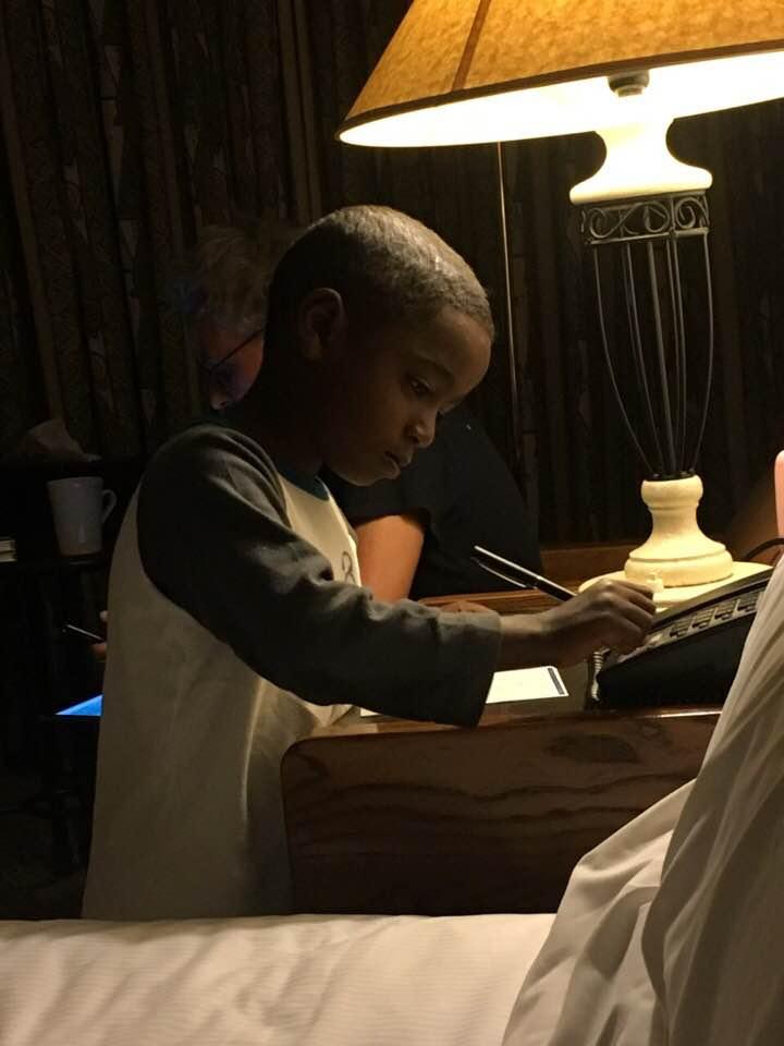 Η συγκινητική ιστορία της Φωτεινής που υιοθέτησε τον 5χρονο Abatou και είναι η πιο ευτυχισμένη μητέρα του κόσμου!