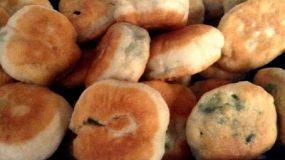 Χορτοπιτάκια νηστίσιμα! αφράτα σαν λουκουμαδάκια!!!