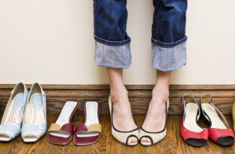 Αυτά τα χρώματα παπουτσιών είναι η τάση που πρέπει να προσθέσετε στη ντουλάπα σας!