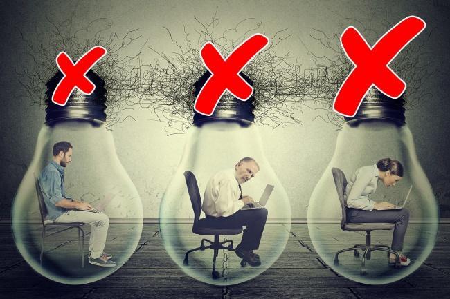 Κάθεστε για 8 ώρες κάθε μέρα; 10 πράγματα που σας συμβαίνουν και δεν πρέπει να αγνοείτε