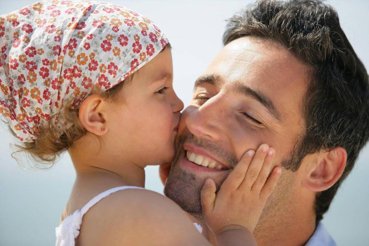 Αυτά τα 8 πράγματα πρέπει να κάνει ένας πατέρας για να αναθρέψει μια δυνατή γυναίκα