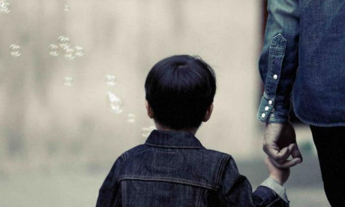 Θρίλερ : Προσπάθησαν να απαγάγουν παιδί την ώρα της παρέλασης
