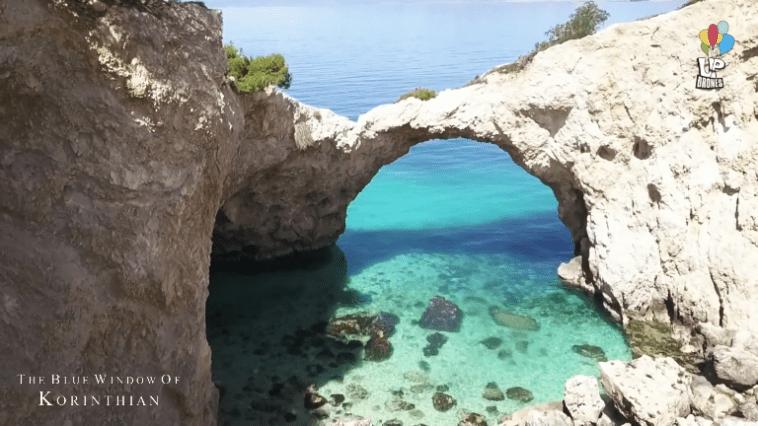To «Γαλάζιο Παράθυρο» της απαράμιλλης ομορφιάς του Κορινθιακού. Το μαγευτικό άγνωστο μνημείο της ελληνικής φυσης