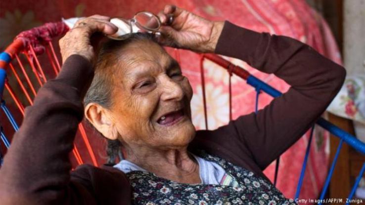 Πραγματοποίησε το όνειρο της! Μπήκε στο Λύκειο στα 96 της - Ονειρεύεται να γίνει βρεφονηπιοκόμος (Photo)