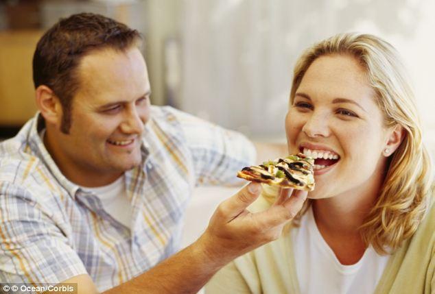 Σύμφωνα με μια έρευνα οι ευτυχισμένες σχέσεις παχαίνουν!