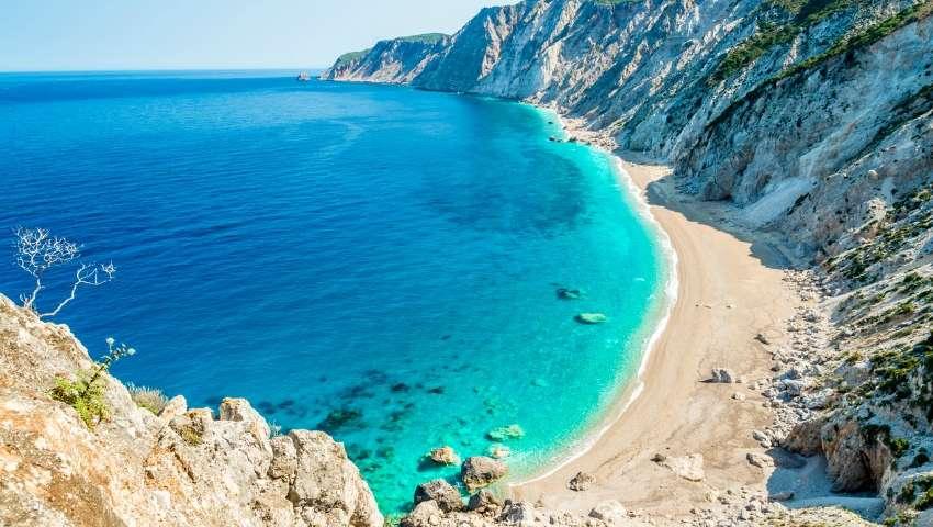Η πιο επικίνδυνη παραλία της Ελλάδας που κανείς δεν τολμάει να πάει (Pics)