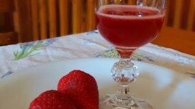 Φτιάξτε πανεύκολα Λικεράκι Φράουλας !!!