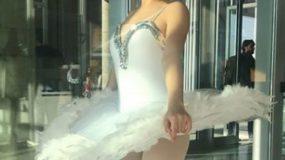 Η όμορφη μπαλαρίνα είναι κόρη διάσημης λαϊκής τραγουδίστριας!