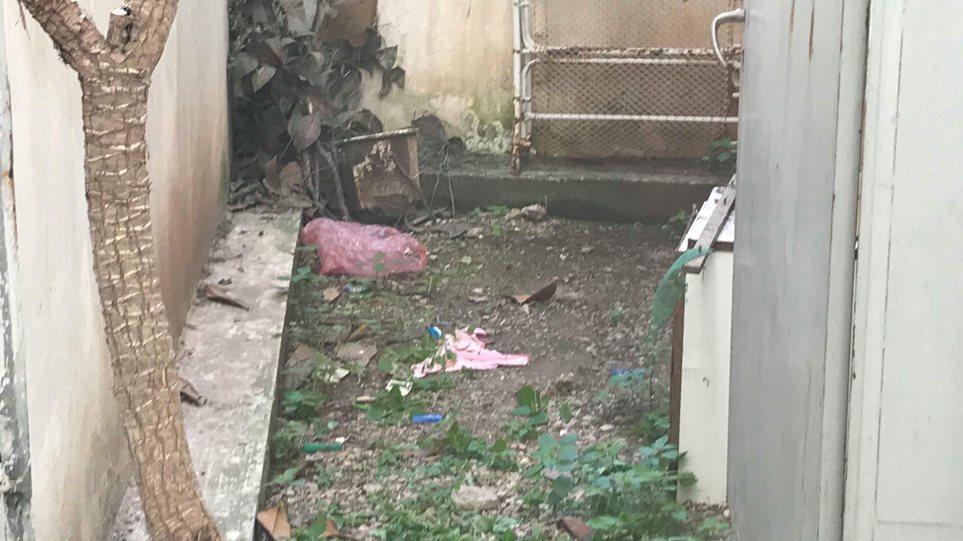 Σοκαριστικά στοιχεία: Το βρέφος στην Ν. Σμύρνη ήταν αβοήθητο στο κρύο για τουλάχιστον 12 ώρες