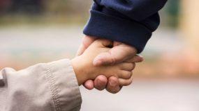 Παιδική ψυχολογία: Tα στάδια των πρώτων ετών και τι πρέπει να γνωρίζουν οι γονείς