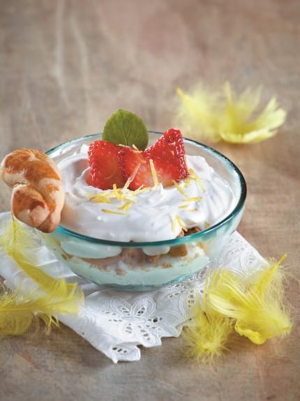 Πεντανόστιμο Trifle με κουλουράκια πασχαλινά, μους λεμονιού και φράουλες