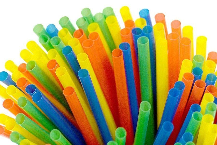 Πλαστικά καλαμάκια: Καταργούνται σταδιακά και στην Ελλάδα!
