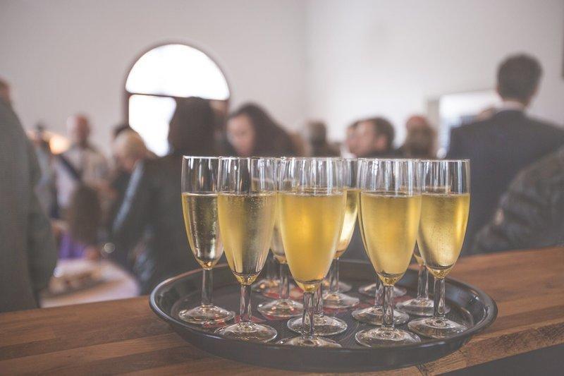 Σοκαριστικά στοιχεία! Πόσους μήνες ζωής κόβει ένα ποτήρι κρασί;