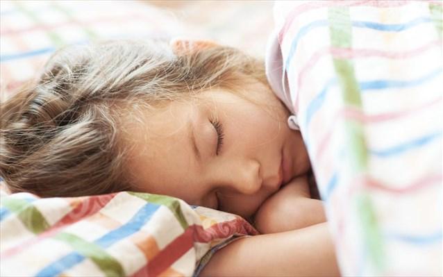 Τα παιδιά κοιμούνται καλύτερα όταν έχουν καθορισμένη ώρα για ύπνο σύμφωνα με έρευνα