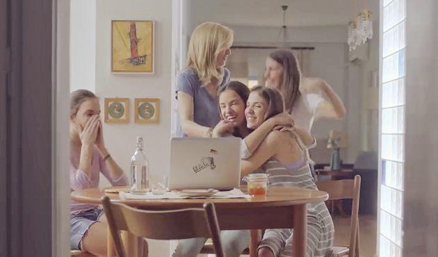 Οι τετράδυμες από την Ηλεία που σάρωσαν πέρσι στις Πανελλαδικές έγιναν διαφήμιση