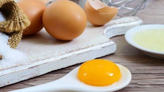 Αυγό: Πόσες θερμίδες έχει ο κρόκος και πόσες το ασπράδι