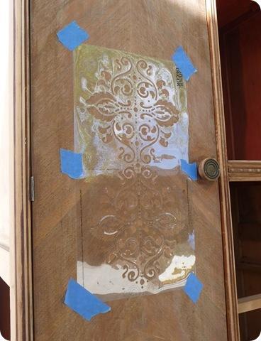 Πώς Να Ανανεώσετε Εύκολα Μια Παλιά Ντουλάπα - Βάψιμο Και Ανάγλυφο Σχέδιο - Οδηγίες!