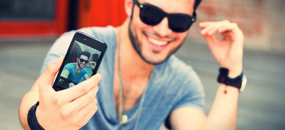 Νέα έρευνα αποκαλύπτει: Οι άντρες που βγάζουν πολλές selfies έχουν τάσεις ψυχοπάθειας