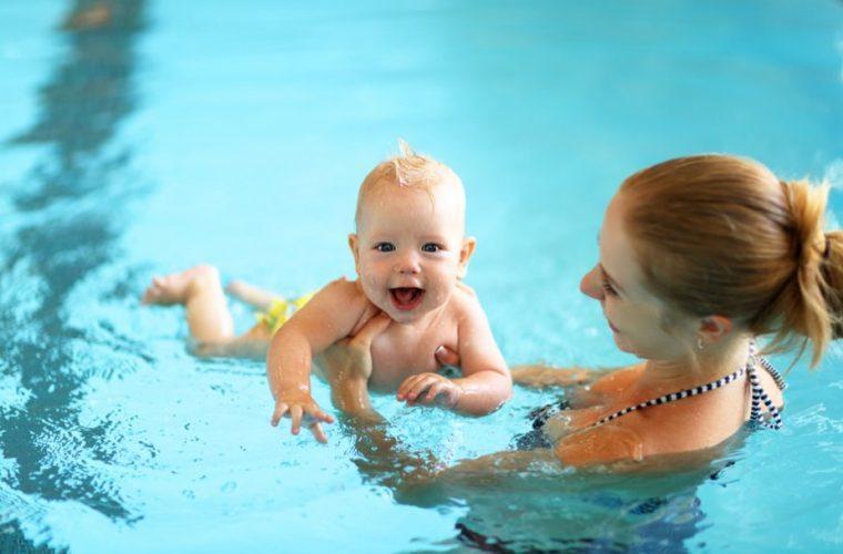 Βρεφική κολύμβηση: πόσο σημαντική είναι για το μωρό σας!