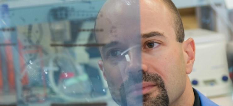 Έλληνας βιολόγος και ερευνητής βρήκε τον τρόπο να «μετατρέπει» τα κακοήθη κύτταρα σε καλοήθη