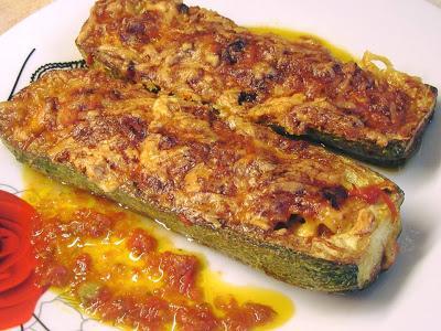 Μια διαφορετική συνταγή για κολοκυθάκια! Κολοκυθάκια γεμιστά με τυρί κ κοτόπουλο στο φούρνο !!!