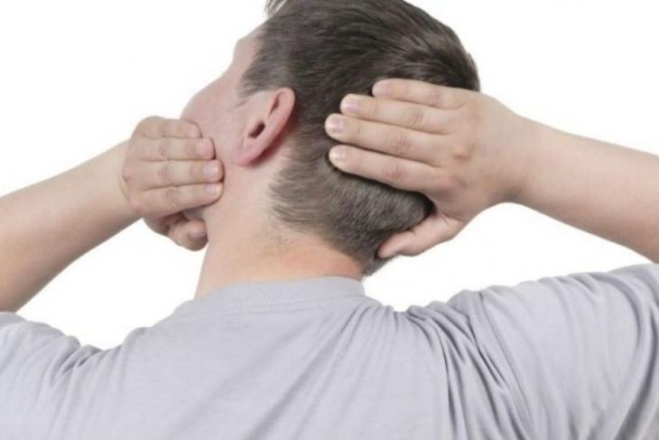 Κάνετε και εσείς «κρακ» στον αυχένα με τα χέρια σας; Δείτε τι σας συμβαίνει...