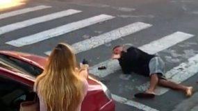 Συγκλονιστική καταγραφή: Ληστής βγάζει όπλο μπροστά σε σχολείο και μια μητέρα τον πυροβολεί