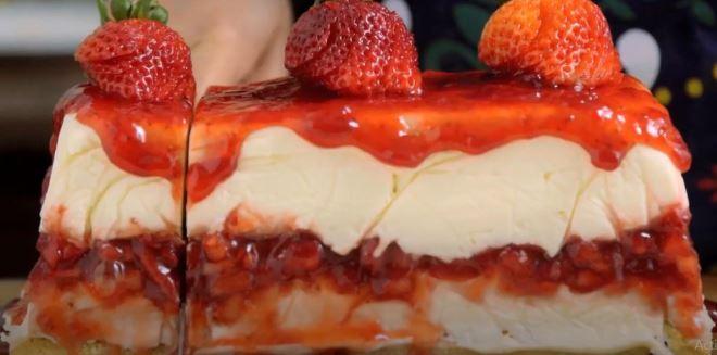 Kορμός παγωτού cheesecake με λευκή σοκολάτα και φράουλες. Ένα λαχταριστό γλυκό