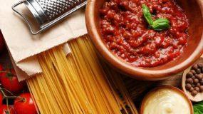 Η κόκκινη σάλτσα για μακαρόνια με 3 υλικά που χαρακτηρίστηκε η καλύτερη στον κόσμο!