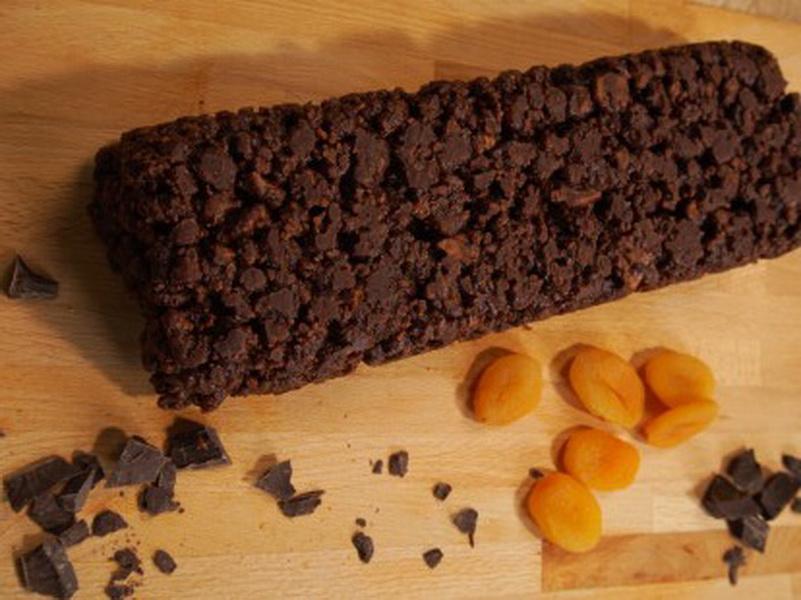 Ένα δροσερό κέικ, χωρίς ζάχαρη, που γίνεται στο πι και φι και δεν χρειάζεται καν ψήσιμο