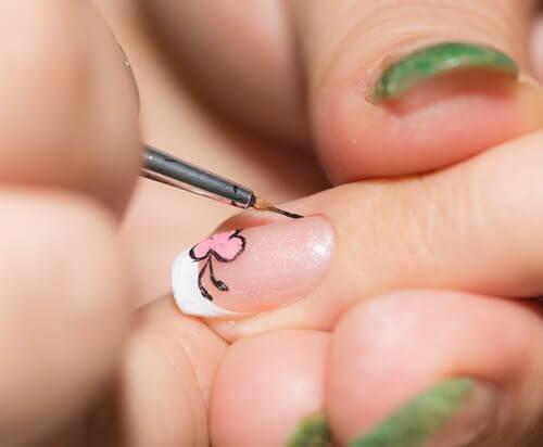 Διακόσμηση νυχιών: Πως να δημιουργήσετε όμορφα σχέδια από την άνεση του σπιτιού σας, εύκολα και γρήγορα;