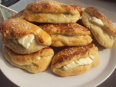 Φανταστικά Τυροπιτάκια με εύκολη ζύμη !! Μούρλια γεύση !