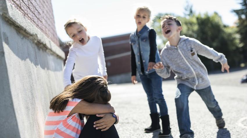«Αγoρia ιππότες κορitsia μαύρες κότες»: 10 εκφράσεις του ΄90 που ακούγονταν σε κάθε σχολείο  /