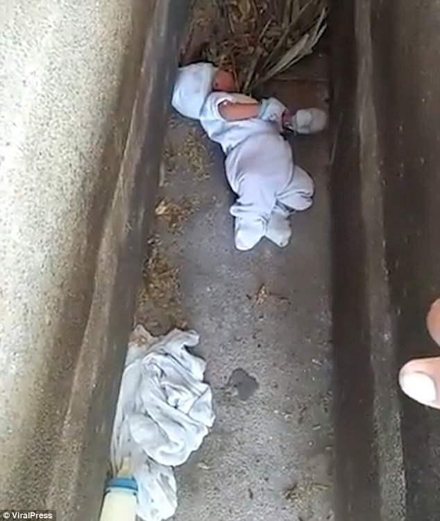 Ένα αγοράκι μόλις 2 μηνών που εγκαταλείφθηκε σε νεκροταφείο σώθηκε από ανήσυχους γείτονες