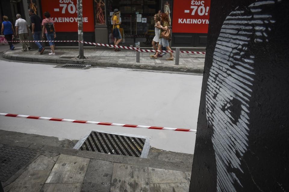 Φτιάχτηκε ο πρώτος «λευκός» δρόμος στην Αθήνα που μειώνει τις θερμοκρασίες του καλοκαιριού