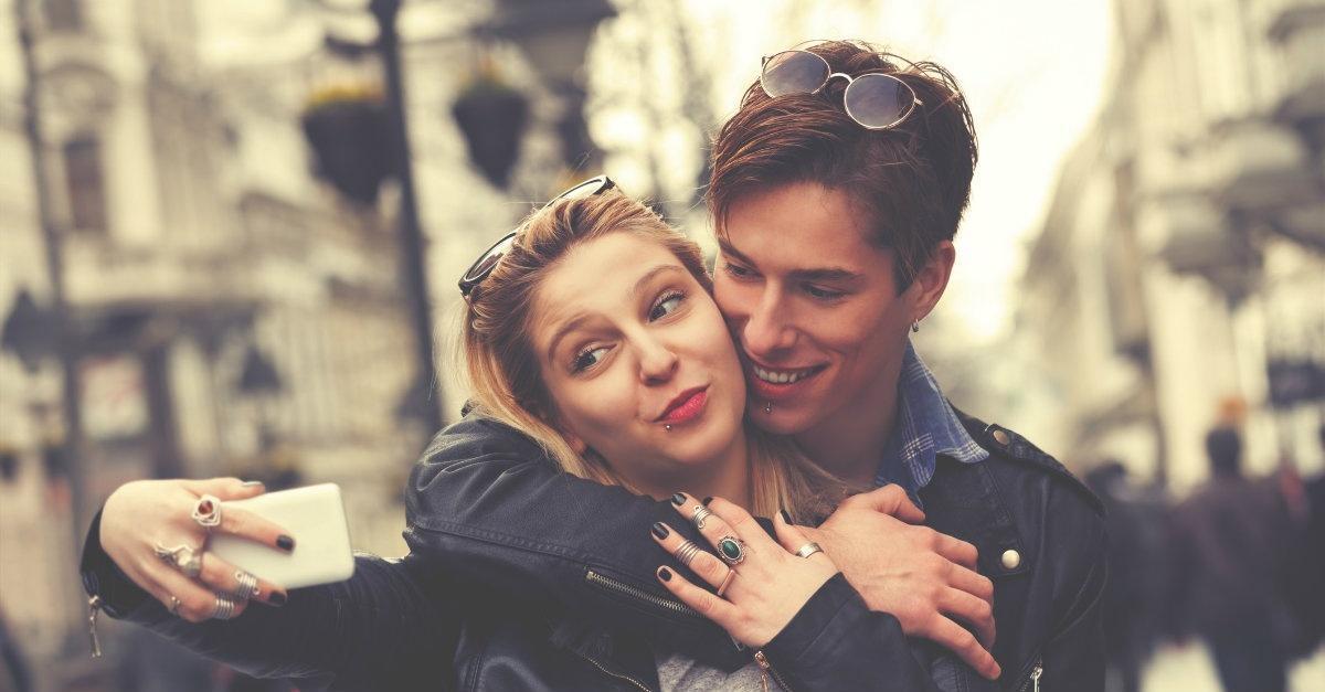 Τα ζευγάρια που είναι πραγματικά ευτυχισμένα δεν  ποστάρουν τη σχέση τους στα social media