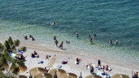 Βόλος: Ήρωας στην παραλία – Έσωσε μια ανθρώπινη ζωή και συνέχισε τη δουλειά με βρεγμένα ρούχα!