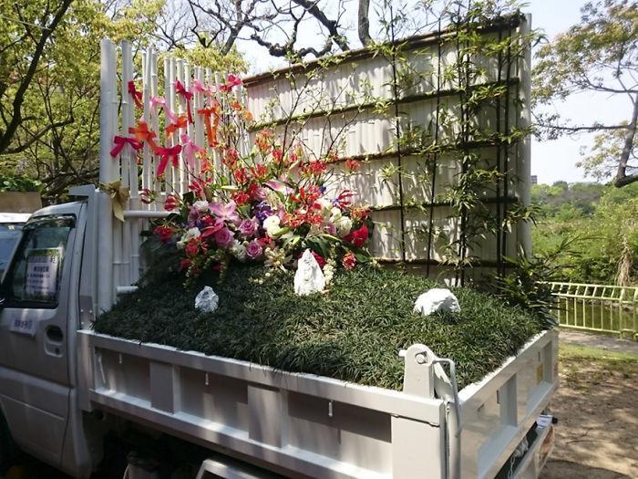 Στην Ιαπωνία δημιουργούν φανταστικούς κήπους πάνω σε καρότσες από αγροτικά