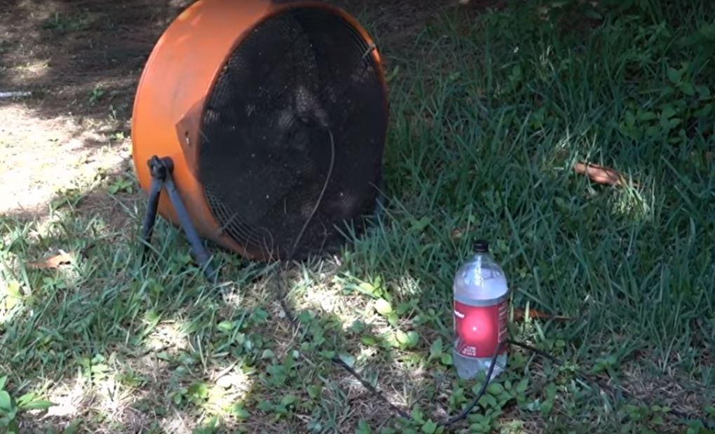 Το εκπληκτικό κόλπο με τον ανεμιστήρα, για να εξοντώνετε τα κουνούπια – Δείτε τι κάνει!