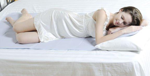Το έξυπνο κόλπο για να Κοιμηθείτε Άνετα Χωρίς Κλιματιστικό και Ανεμιστήρα