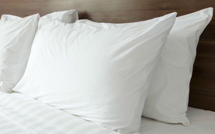 Το απλό τεστ για να μάθετε αν το μαξιλάρι σας είναι για… απόσυρση