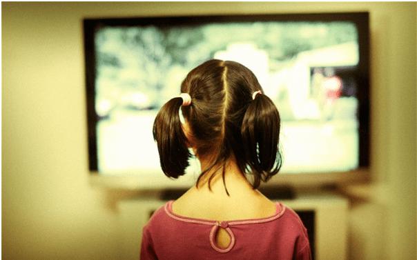 Τα οφέλη της τηλεόρασης στα παιδιά και στους εφήβους