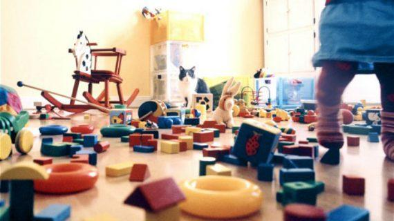 Υπάρχουν φορές που αφήνω τα παιδιά να «καταστρέφουν» το σπίτι… Και αυτό λέγεται περνάμε τέλεια!