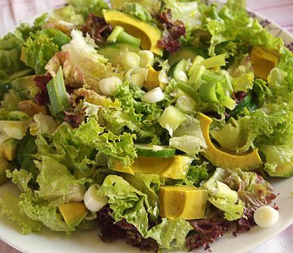 Πεντανοστιμη Σαλάτα με μαυρομάτικα φασόλια και αβοκάντο